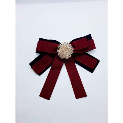 Broche velours bordeaux